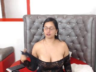 Brazilian woman Bellelulux craves Skype chat